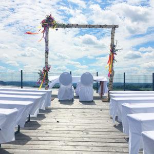 Trauungen auf der Dachterrasse des Heckers Restaurant bieten den Hochzeits-Gesellschaften ungestörte Momente und einen tollen Ausblick.