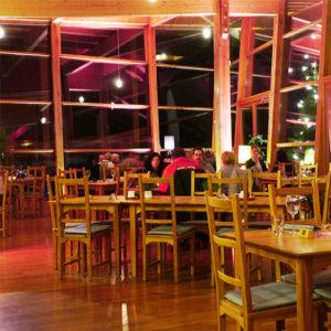 Das Heckers Restaurant, Café, Bar bietet auch abends Wohlfühlgenuss Pur. Bei Feierlichkeiten genießen Sie hier deutsche und mediterrane Küche in wunderschönem Ambiente.