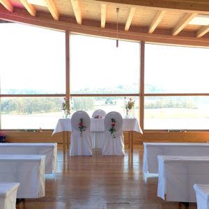 Im Seminarraum des Heckers Restaurant können freie Trauungen vorgenommen werden, als Außenraum des Standesamts Gründau sind aber auch standesamtliche Trauungen möglich.