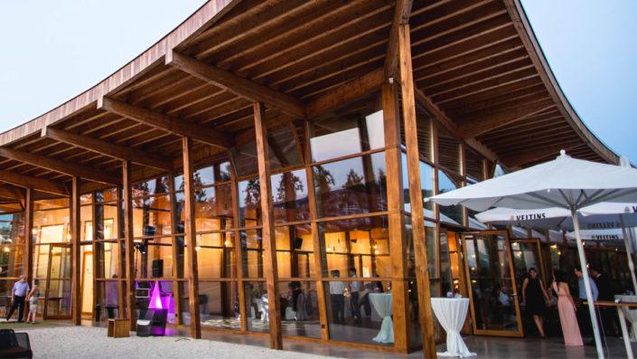 Top Party Location: Wir planen Ihre individuelle Feierlichkeit zum Beispiel im Veranstaltungsraum des Heckers Restaurant mit angeschlossener Sonnenterrasse.